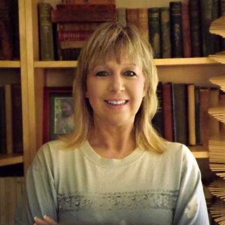 author Leslie Macchiarella at home