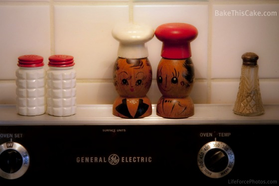 Vintage salt & pepper shakers 557 kb LifeForcePhotos Bake This Cake