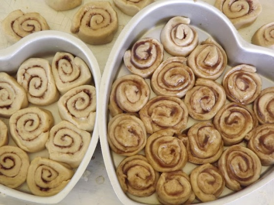 Cinnamon Rolls in Heart-shaped pans Bake This Cake