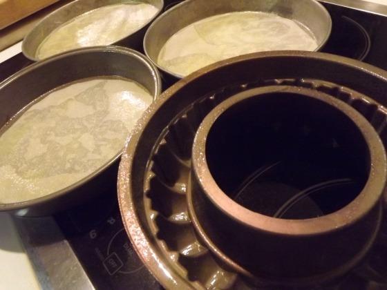 preparing special red velvet cake pans bakethiscake