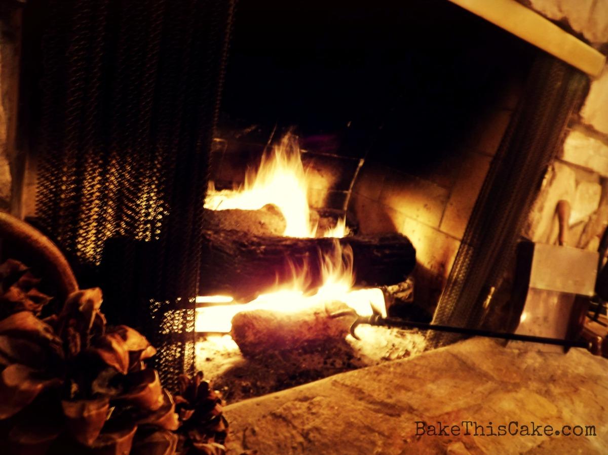 Cozy fireplace by bakethiscake